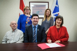 Signing the proclamation of co-op week (2016)